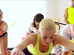 Gym babes pussylicked in workout trio